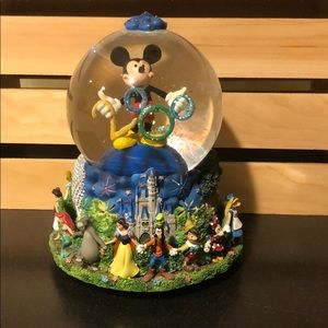 2000 Disney Globe